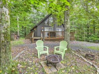 NEW! 3BR Pocono Lake House w/ Deck!