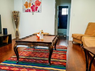 Spacious apartment in Hollywood's walk of fame!