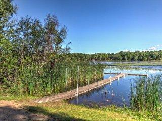 NEW! Lakefront Westfield Studio Cabin w/ Fire Pit!