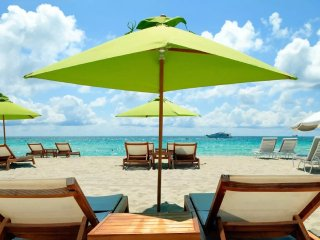 Sunkissed Beach Apt, 4 Blocks to Sand, Sleeps 10! Everglades Bluegrass Festival