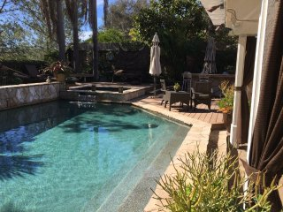 Luxury Retreat in Del Mar! Close to Racetrack - 2 Bed/1 Bath - POOL/JACUZZI