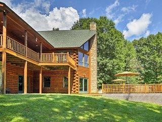 Cozy Riverfront Pine Bush House w/ Hot Tub & Deck!