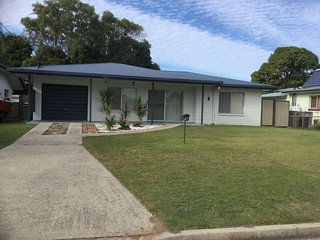 Lowset home with attached Granny Flat - 19 Doomba Dr, Bongaree