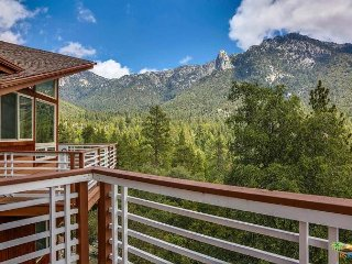 The Pinnacle: Luxury Home w/ Stunning Views, Spa & Ping-Pong Table, sleeps 17