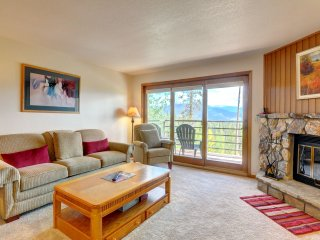 BUFFALO VILLAGE 204: Elevator, Clubhouse in Bldg, Nature Trails Nearby, Quiet