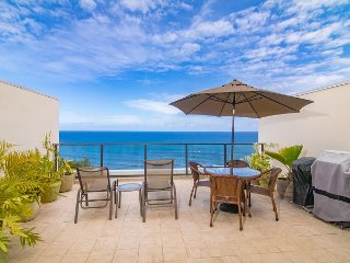 Pu'u Poa #305: 2 Bdrm/2 bath Ocean & Sunset Views. Whale Watching!