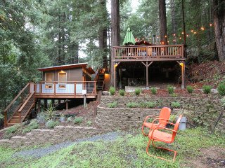 Bough House - Hot tub, Redwoods near the Russian River
