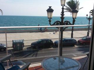 Piso céntrico con espectaculares vistas al mar, junto a la playa La Caleta