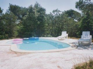 LS2-23 LOU CALADE, Maison de Vacances avec Piscine Privee, au coeur du Luberon