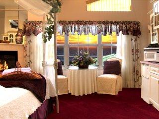 Romantic studio retreat w/ocean views and en suite Jacuzzi tub!