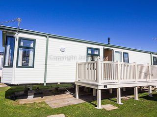 6 Berth Caravan in Manor Park Holiday Park. Hunstanton. Ref 23016 Tudor
