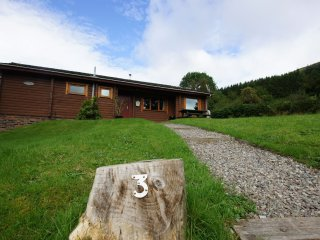 Glen Ogle Lodge, log cabin in Lochearnhead