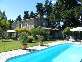 LS2-259 ALEMANDO, Mas Provençal avec Piscine Privée, proche d'Isle sur la Sorgue