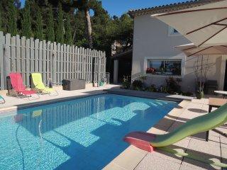 LS6-272 OURIZOUN, Villa de Vacances avec Piscine Privee, a proximite d'Avignon