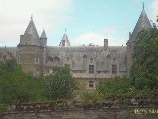 Maison chalereuse juste en face du château de Josselin