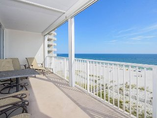 Beach Front Condo, close to all Gulf Shores Attractions.