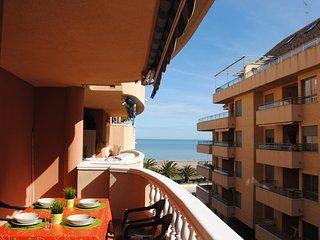 Apartamento en primera linea ,junto al puerto con salida directa a la playa