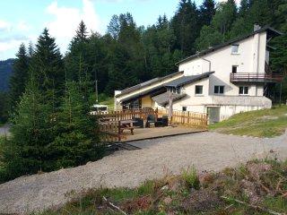 gite de groupe sur les hauteurs de la Bresse proche des pistes et du lac
