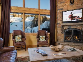 Mountain Elegance ~ Location & Luxury - Ski-In-Ski-Out - 5 Guest Suites