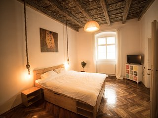 visitTransylvania Apartments - Colorful and Textured Apartment in the Old Town