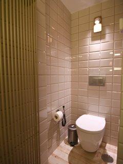 WC dentro del baño (rincón íntimo)