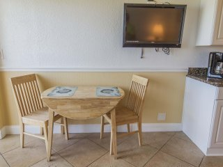 Beautiful 1/1 Oceanfront Condo - Sleeps 4 - Heated Pool!!!