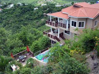 Chrissy's Penthouse with Stunning Sea View Sleeps 4