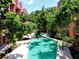 Profound relaxation in 2BR condo with balcony by Happy Address