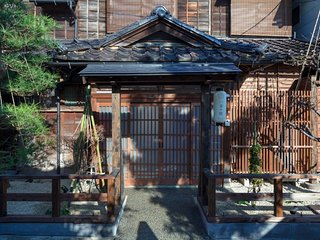 4 Bedroom x2 Bath x BEST Location (in Higashi Chaya) x FREE WiFi