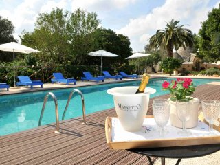 Trulli Mimosa Exceptional 2 Bed Trulli with Pool, Puglia, Italy