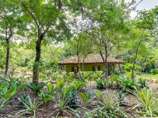 Private & comfortable casita just minutes to the beach - great romantic retreat!