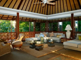 Sanur Designer's villa, minutes to beach in quiet area