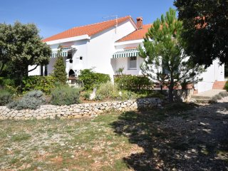 Relaxing holiday home with terrace and garden,350 m distant from the beach !