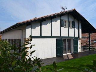Location Maison de  200 m2 a 300 metres de Sare