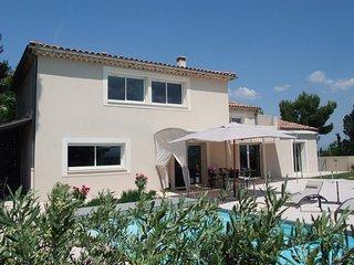 LS6-272 OURIZOUN, Villa de Vacances avec Piscine Privée, à proximité d'Avignon