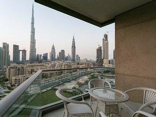 Luxury Downtown Apartment facing Burj Khalifa!