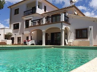 8381 - Large beach side villa in Marbella