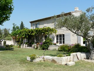 LS1-231 CASSAIRE, ideal vacation home with private pool in St Remy de Provence