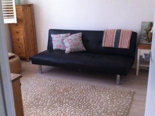 Lounge/second bedroom