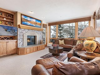 HIGHLANDS 204,  3 bed,3 bath, right on mountain, Ski in/out, MINT BEAVER CREEK.