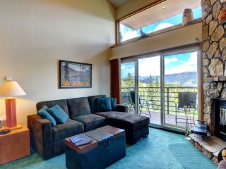 BUFFALO VILLAGE 402: Sleeping Loft, Relaxing Space with View, Clubhouse
