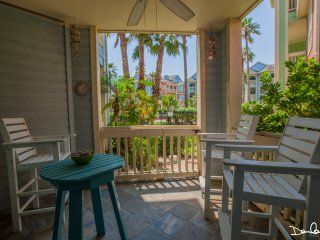 Beach front condo! 2 Pools with Hot Spa; Close to all attractions; No stairs!