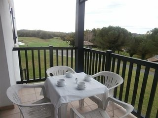 Residence les hauts d'Orleguy : des vacances avec piscine sur le golf