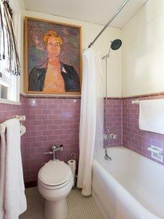 bathroom between twin bedroom and den