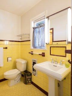 en-suite bathroom off top floor queen bedroom