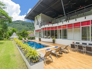 Villa Nap Dau Private Pool Villa for Large Family and friends