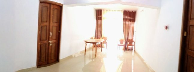 Mangalore Homestay Balakrishna in Udupi -  Spacious Lobby with Wooden Dining Table and Chairs for 6