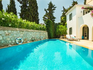 Traditional Spetses villa , old Port, beach , swimming,clubs,restaurants