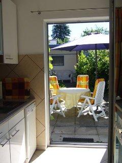 Ausgang von der Küche auf die Terrasse - praktisch -