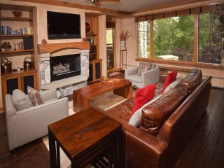 Ski in/out Lodge with Private Lifts, 2Br 2Ba next to Golf
